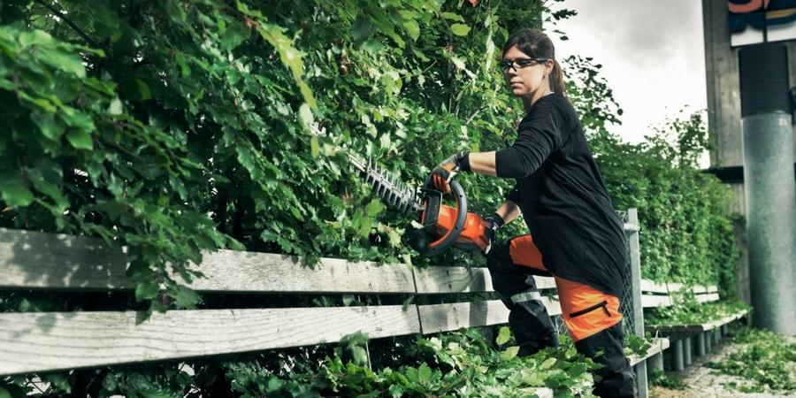 Mantenimiento de un cortasetos Husqvarna: Cómo limpiar su filtro de aire